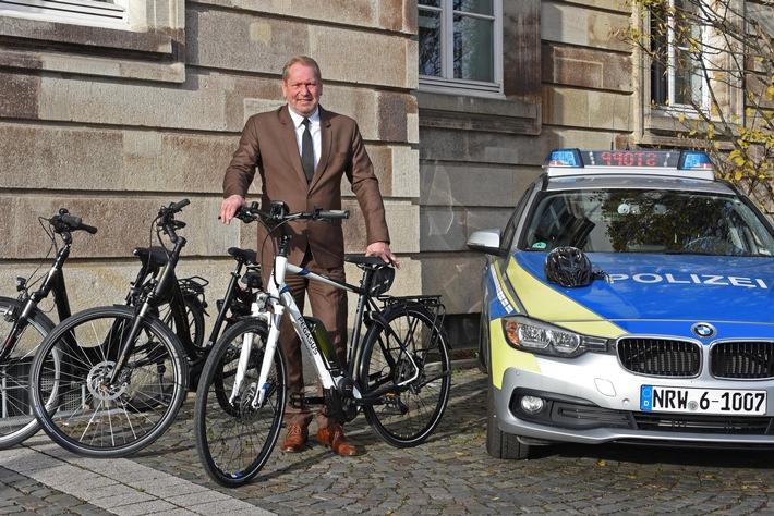 2018-12-06_Essener Polizeipräsident mit neuen E-Bikes-Bild1-