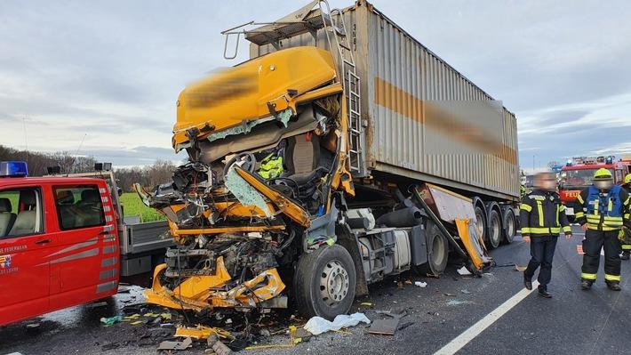 POL-DEL: Autobahnpolizei Ahlhorn: Vier Verletzte und hoher Sachschaden bei Verkehrsunfall auf der Autobahn 1 im Bereich der Gemeinde Dinklage