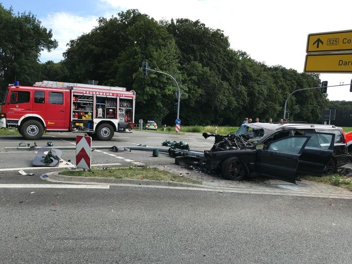 Unfallwagen auf der Ampel