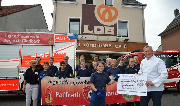 Die Jugendfeuerwehr Bergisch Gladbach bei der Spendenübergabe. Fotograf: Christopher Arlinghaus