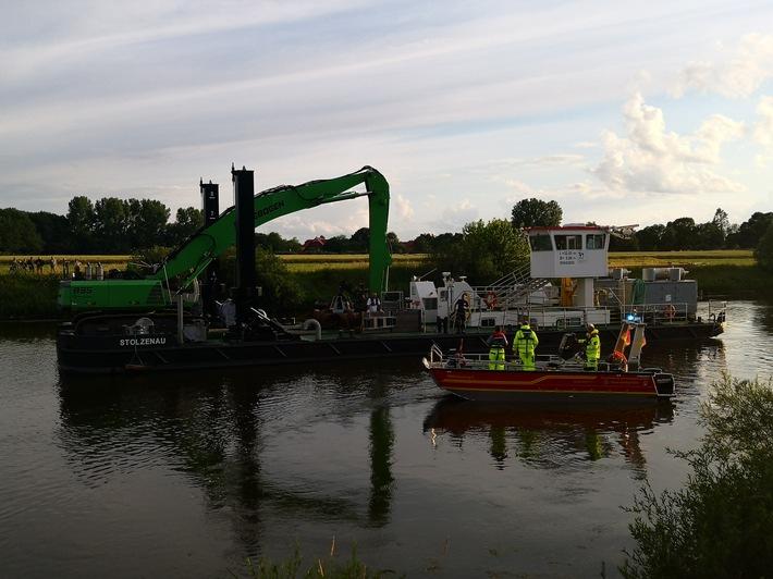POL-NI: Bei Fotoaufnahmen rollt ungesicherter Pkw in die Weser und versinkt
