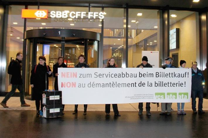 22'000 firme contro il peggioramento del servizio nella vendita di biglietti