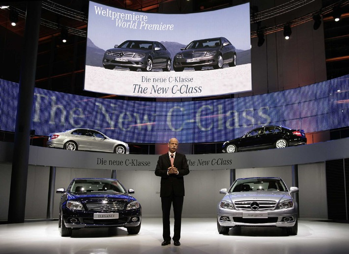 Dr. Dieter Zetsche, Chairman of the Board of Management of DaimlerChrysler AG and Head of Mercedes Car Group presents the new Mercedes-Benz C-Class. obs/DaimlerChrysler AG