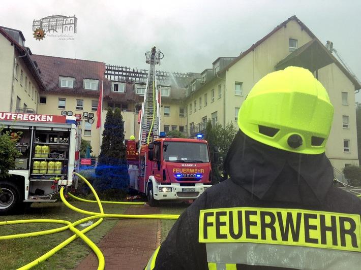 Weit über 200 Einsatzkräfte von Feuerwehr, Rettungsdiensten und Polizei sind seit dem Morgen in Lauterecken im Einsatz.