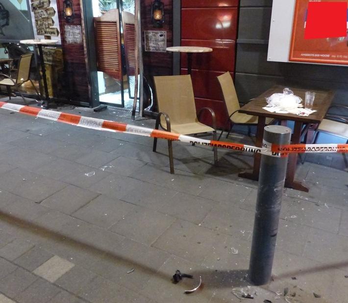 Die Polizei sperrte den Bereich um den Imbiss für eine Spurensicherung vorübergehend ab.