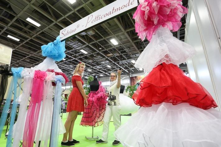 Die Neuesten Trends Im Bereich Kostum Auf Der Stage Set Scenery