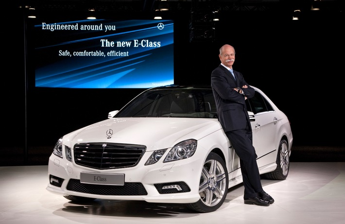 Safe, comfortable, efficient - The new Mercedes-Benz E-Class sends a positive signal in Detroit for the 2009 automotive year
