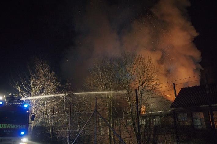 Brand eines Industriebetriebes in Menden.  Quelle: Feuerwehr Menden.