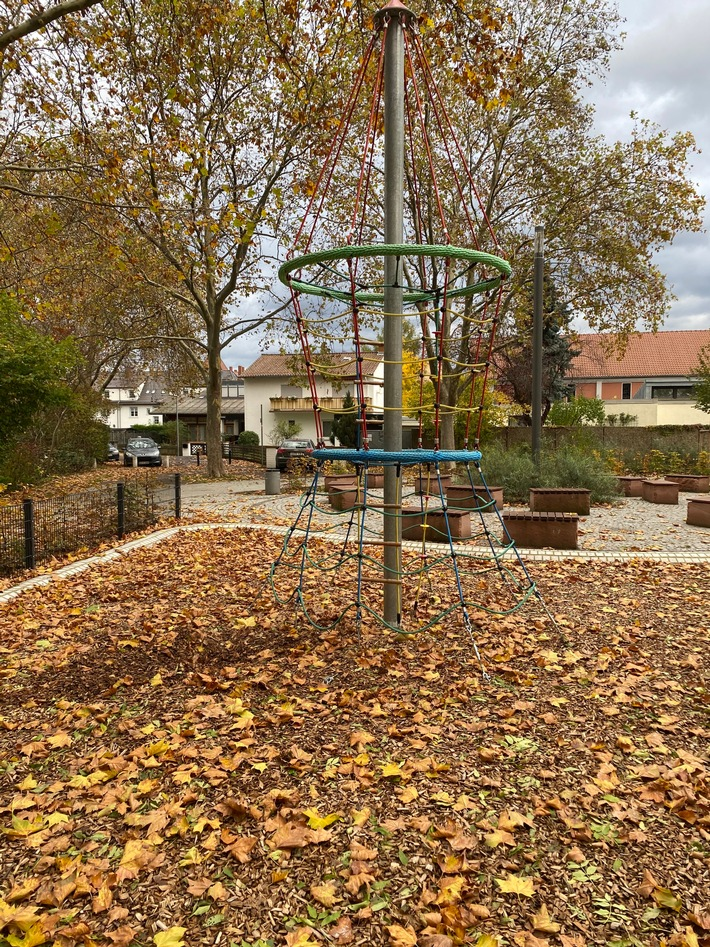 Klettergerüst in Worms auf einem Spielplatz, dass manipuliert wurde.