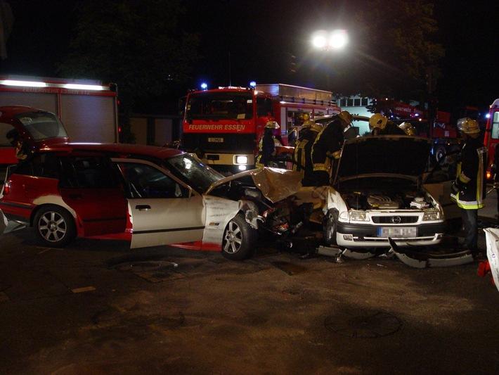 FW-E: Verkehrsunfall mit mehreren Verletzten
