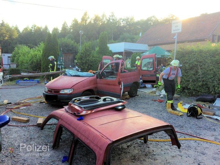 POL-PPWP: Im Auto eingeschlafen - mit Rettungsschere befreit