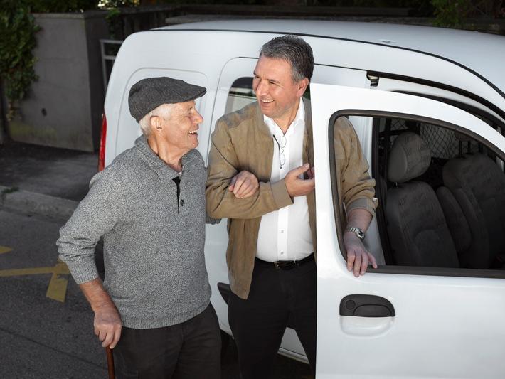 """Dank dem Fahrdienst von Pro Senectute können ältere Menschen länger autonom zuhause wohnen bleiben. Copyright: Pro Senectute / Weiterer Text über ots und www.presseportal.ch/de/nr/100002565 / Die Verwendung dieses Bildes ist für redaktionelle Zwecke honorarfrei. Veröffentlichung bitte unter Quellenangabe: """"obs/Pro Senectute/Nadia Neuhaus"""""""