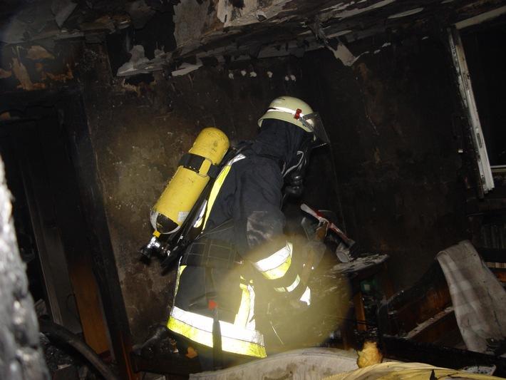 FW-E: Flammen schlugen aus dem Dach