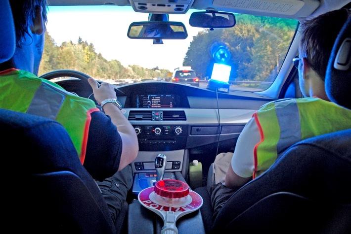 Bei Grenzkontrollen erwischen Bundespolizisten am Münchner Airport regelmäßig Straftäter, darunter immer wieder auch Verkehrssünder, die von der Justiz gesucht werden und ihr verschiedenste Geldbeträge schulden. 10.000 Euro für Verkehrsvergehen sind dabei allerdings eher die Ausnahme. Das anhängende Symbolbild kann mit dem Zusatz