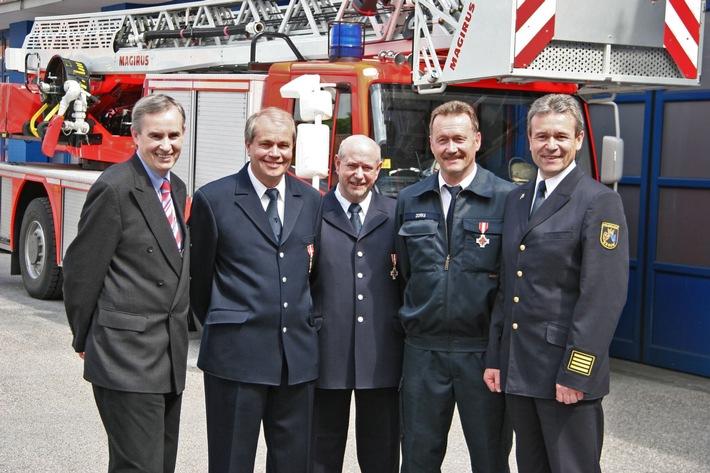 FW-E: Feuerwehr-Ehrenzeichen in Gold