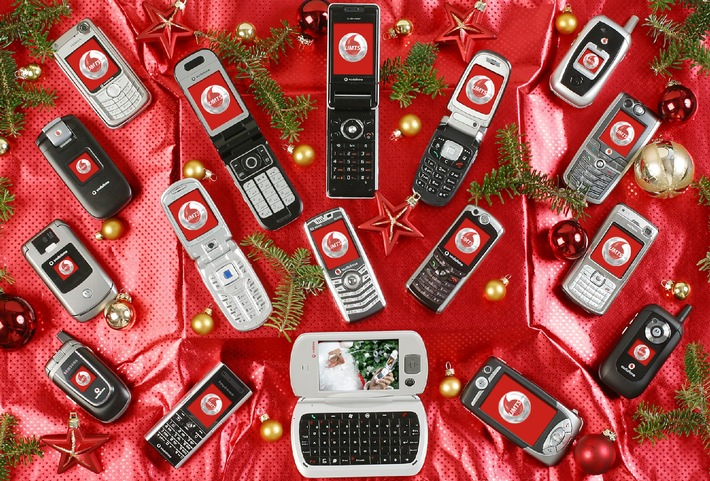 """Vodafone präsentiert im Herbst/Winter 2005 zehn neue UMTS-Mobiltelefone. Handyspaß via UMTS: MobileTV, MusicDownloads und Videotelefonie. Sechs exklusive Modelle bis Weihnachten: Sharp 903, Toshiba 803, Samsung ZV10, Samsung ZV 30, Motorola E770V und Sagem my V-85. Die Verwendung dieses Bildes ist für redaktionelle Zwecke honorarfrei. Abdruck bitte unter Quellenangabe: """"obs/Vodafone D2 GmbH"""""""