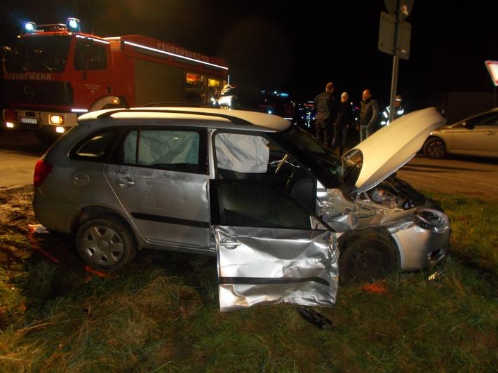 POL-MI: Ein Schwerverletzter bei Verkehrsunfall zwischen PKW und Sattelzug-LKW