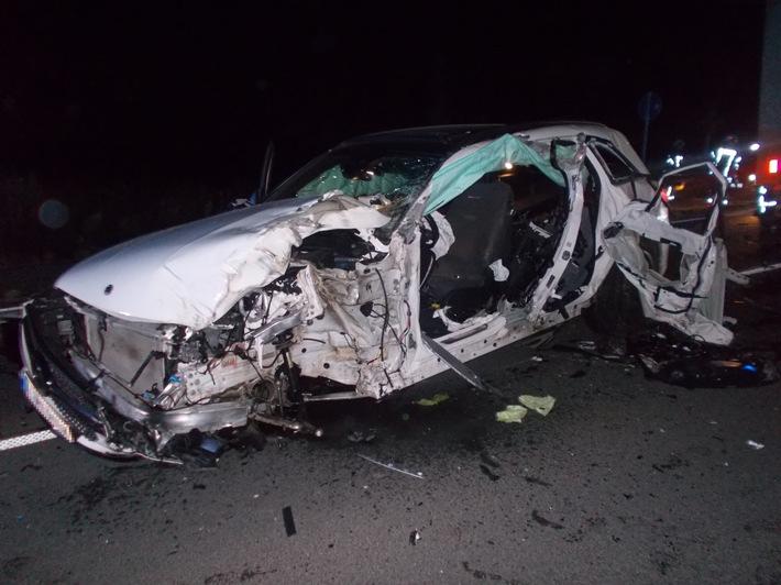 POL-NE: Gefährlicher Überholvorgang - Verkehrsunfall mit Verletzen und erheblichen Verkehrsbehinderungen auf der Bundesstraße 59