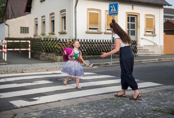Der Schulweg muss vor allem sicher sein - Haftungsprivileg für Kinder - Autofahrer müssen aufpassen: Fuß vom Gas