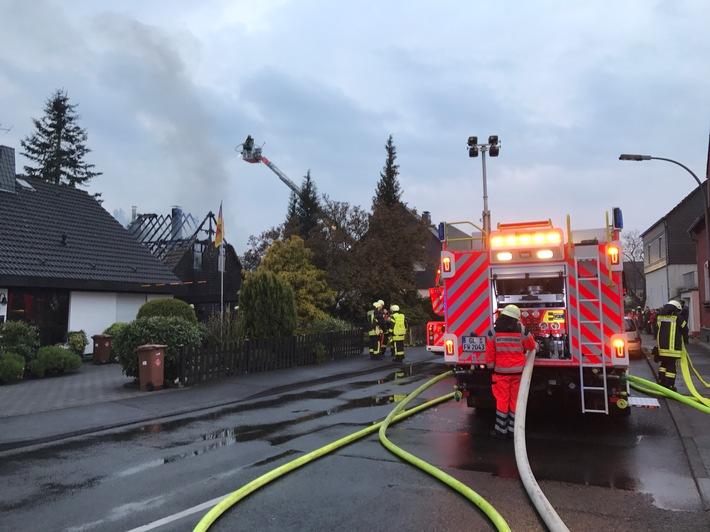 Feuerwehr Bergisch Gladbach im Einsatz im Stadtteil Hand von Bergisch Gladbach