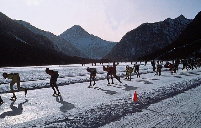 Int. Eisschnelllaufmarathon mit 200 km-Mammut-Distanz in Reutte/Tirol (mit Bild)