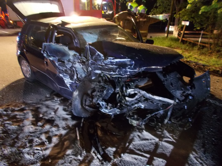 FW-Stolberg: Verkehrsunfall mit zwei Schwerverletzten