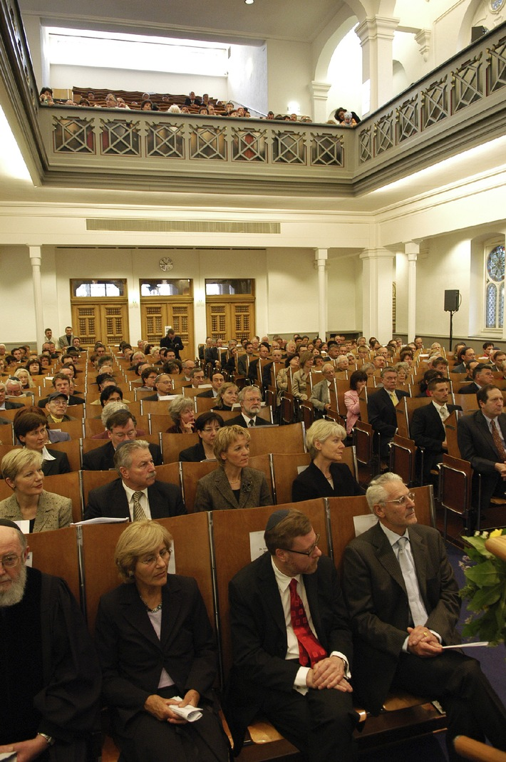 Opening ceremony for Zurich Cantonal Parliament and Executive Council in the synagogue of the Jewish Community Zurich (ICZ) on 8 May 2006
