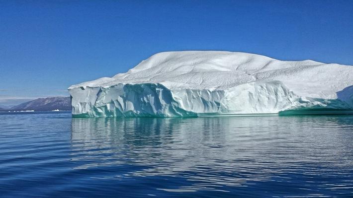 """Der Klimawandel lässt sie schmelzen: Eisberge Weiterer Text über ots und www.presseportal.de/nr/6348 / Die Verwendung dieses Bildes ist für redaktionelle Zwecke honorarfrei. Veröffentlichung bitte unter Quellenangabe: """"obs/3sat"""""""