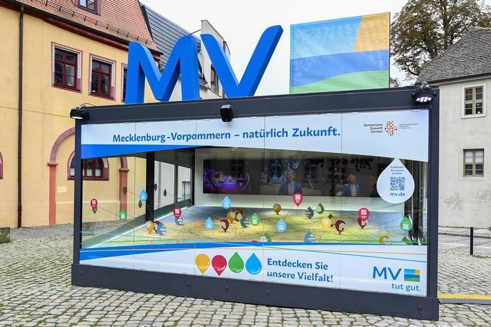 Land zum Leben: Mecklenburg-Vorpommern beim Tag der Deutschen Einheit in Halle (S.) (FOTO)