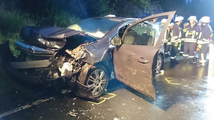 FW-OE: Verkehrsunfall mit drei Verletzten