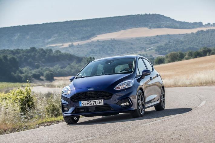 """Ford KA+ und Ford C-MAX sind in ihren Fahrzeugklassen die """"Restwertriesen"""" 2023 (Stand: Juni 2019). Dies hat eine aktuelle Analyse des Marktforschungsinstituts bähr & fess forecasts im Auftrag von Focus Online ergeben. Der Ford Fiesta (Bild) kommt in seinem Segment auf den dritten Platz. Damit steht fest: Modelle von Ford zeichnen sich insbesondere im Klein- und Kompaktwagenbereich sowie unter den kompakten Vans durch ihren besonders geringen Wertverlust aus. Der Prognose liegt eine vierjährige Laufzeit mit einer Gesamtfahrleistung von 60.000 Kilometern zugrunde. Als Bewertungsmaßstab dient der absolute Wertverlust in Euro. Weiterer Text über ots und www.presseportal.de/nr/6955 / Die Verwendung dieses Bildes ist für redaktionelle Zwecke honorarfrei. Veröffentlichung bitte unter Quellenangabe: """"obs/Ford-Werke GmbH"""""""
