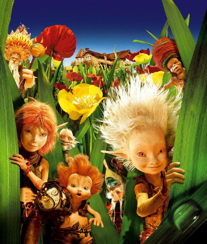 """""""Arthur und die Minimoys"""" am Samstag in SAT.1: Riesen-Abenteuer mit winzigen Helden: """"Arthur und die Minimoys"""" in SAT.1; Luc Besson ist bekannt für seine durchgestylten Actionstreifen. Dass er aber auch mit Worten spielen und große Bilder für die Kleinen zaubern kann; beweist der Franzose mit der Verfilmung seines ersten Jugendromans Ö SAT.1 zeigt """"Arthur und die Minimoys"""" am Samstag; 21. November 2009; um 20.15 Uhr zum ersten Mal im Free-TV. Foto: © TOBIS Film. Dieses Bild darf bis 23. November 2009 honorarfrei für redaktionelle Zwecke und nur im Rahmen der Programmankündigung verwendet werden. Spätere Veröffentlichungen sind nur nach Rücksprache und ausdrücklicher Genehmigung der German Free TV Holding GmbH möglich. Nicht für Online. Verwendung nur mit vollständigem Copyrightvermerk. Das Foto darf nicht verändert; bearbeitet und nur im Ganzen verwendet werden. Es darf nicht archiviert werden. Es darf nicht an Dritte weitergeleitet werden. Bei Fragen: 089/9507-1170. Voraussetzung für die Verwendung dieser Programmdaten ist die; Zustimmung zu den allgemeinen Geschäftsbedingungen der Presselounges; der Sender der ProSiebenSat.1 Media AG."""