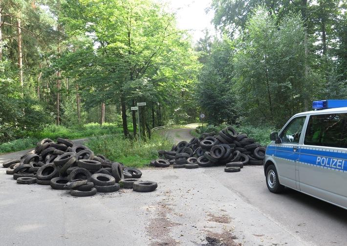 POL-DEL: Landkreis Oldenburg: 35 Kubikmeter Altreifen in Prinzhöfte entsorgt +++ Zeugen gesucht
