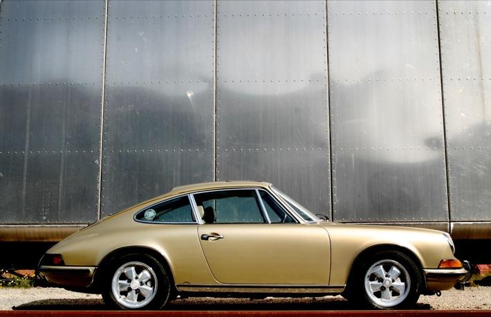 POL-HB: Nr.: 0477 --Goldener Porsche 911 Oldtimer entwendet--
