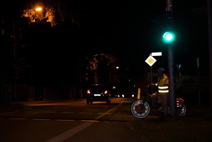 DVR gibt Tipps für mehr Sicherheit in Herbst und Winter / Gute Sichtbarkeit ist das A und O in der dunklen Jahreszeit. Darauf weist der Deutsche Verkehrssicherheitsrat (DVR) hin.