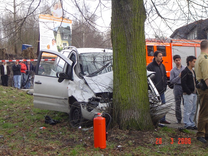 FW-E: Volksfeststimmung nach Verkehrsunfall in Katernberg
