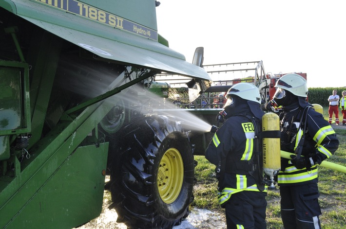 Mähdrescherbrand in Bedburg-Hau