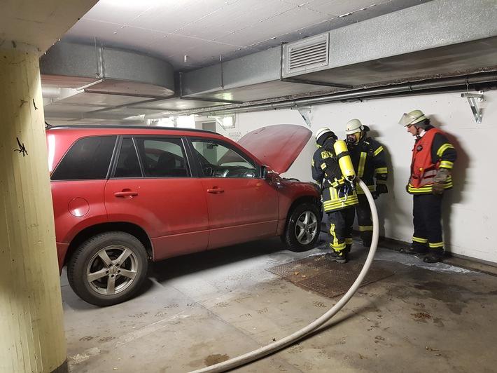 Mit Hilfe einer Wärmebildkamera wurde das gelöschte Fahrzeug auf Glutnester hin untersucht