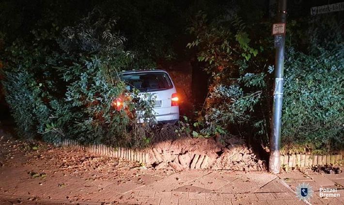 POL-HB: Nr.: 0615 --Betrunken und ohne Führerschein im Vorgarten gelandet--