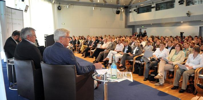 """media coffee: """"Kommunikation 2020 - Aufbruch in ein neues Informationszeitalter?"""" - Auftaktveranstaltung einer neuen Diskussionsreihe von news aktuell am 14. April in Hamburg"""