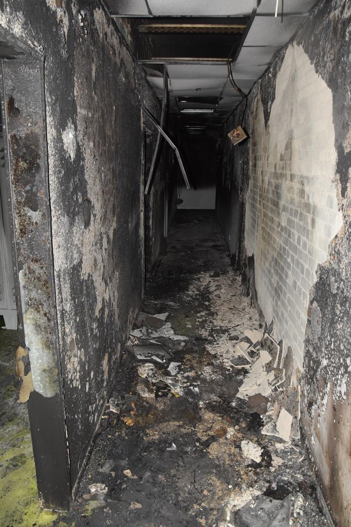 Durch das Feuer wurde ein Teil der Unterkunft unbewohnbar.
