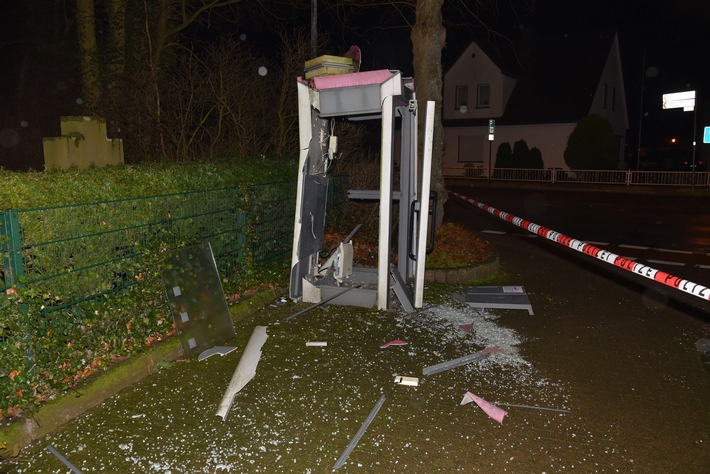 Der angerichtete Schaden an der Telefonzelle dürfte sich auf etwa 10000 Euro belaufen.