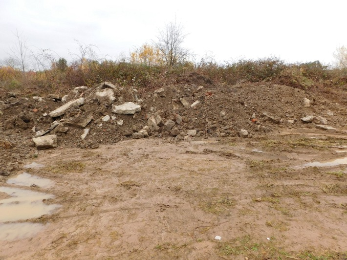 POL-MA: Sinsheim/Rhein-Neckar-Kreis: Unbekannte lagern illegal Bauschutt ab - Polizei sucht Zeugen