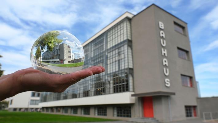 Dessau-Roßlau - Bauhaus © Michael Deutsch / Weiterer Text über ots und www.presseportal.de/nr/157804 / Die Verwendung dieses Bildes ist für redaktionelle Zwecke unter Beachtung ggf. genannter Nutzungsbedingungen honorarfrei. Veröffentlichung bitte mit Bildrechte-Hinweis.