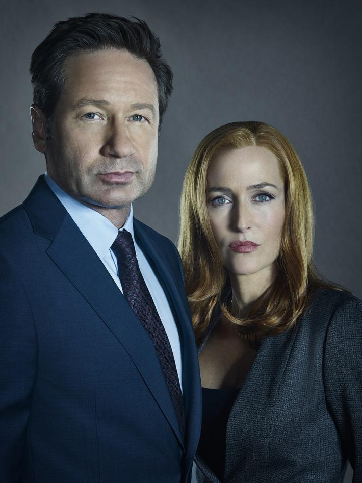 """Im Bild: Die FBI-Agenten Scully (Gillian Anderson, r.) und Mulder (David Duchovny, l.) sind ein eingespieltes Team  The Truth Is Out There: Kurz nach dem US-Start bietet ProSieben den Fans der Kultserie """"Akte X"""" das heißersehnte Wiedersehen mit dem ungleichen Ermittler-Duo Dana Scully (Gillian Anderson) und Fox Mulder (David Duchovny). Und obwohl es immer noch eine Menge Verschwörungen um UFOs und dunkle Phänomene für die beiden aufzuklären gibt, ist die Frage aller Fragen eine andere: Bringt die elfte Staffel den schmerzlichen Abschied von Agent Scully? Gillian Anderson erklärte Anfang Januar, dass sie ihre Paraderolle für immer an den Nagel hängen will ... ProSieben zeigt zehn Folgen der elften Staffel von """"Akte X - Die unheimlichen Fälle des FBI"""" ab Mittwoch, 28. Februar 2018, um 20:15 Uhr als Deutschland-Premiere.  © 2018 FOX AND ITS RELATED ENTITIES.  ALL RIGHTS RESERVED.  Dieses Bild darf bis Ende März honorarfrei fuer redaktionelle Zwecke und nur im Rahmen der Programmankuendigung verwendet werden. Spaetere Veroeffentlichungen sind nur nach Ruecksprache und ausdruecklicher Genehmigung der ProSiebenSat1 TV Deutschland GmbH moeglich. Verwendung nur mit vollstaendigem Copyrightvermerk. Das Foto darf nicht veraendert, bearbeitet und nur im Ganzen verwendet werden. Nicht fuer EPG und Social Media! Es darf nicht archiviert werden. Es darf nicht an Dritte weitergeleitet werden. Bei Fragen: 089/9507-7299.  Voraussetzung fuer die Verwendung dieser Programmdaten ist die Zustimmung zu den Allgemeinen Geschaeftsbedingungen der Presselounges der Sender der ProSiebenSat.1 Media SE. Weiterer Text über ots und www.presseportal.de/nr/25171 / Die Verwendung dieses Bildes ist für redaktionelle Zwecke honorarfrei. Veröffentlichung bitte unter Quellenangabe: """"obs/ProSieben"""""""