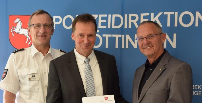 v.l.n.r.: Thomas Rath (Leiter der Polizeiinspektion Göttingen), Thomas Breyer (neuer Leiter des Zentralen Kriminaldienstes der Polizeiinspektion Göttingen)sowie Uwe Lührig (Präsident der Polizeidirektion Göttingen)