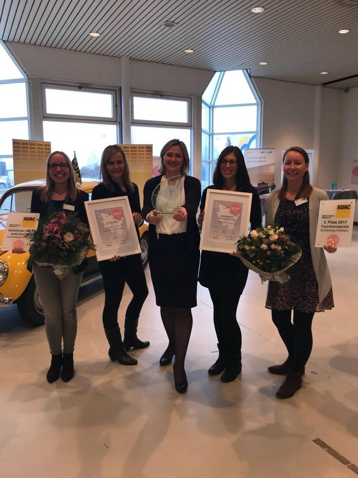 Ostsee-Holstein-Tourismus e. V. wurde gleich zweimal  beim ADAC-Tourismuspreis Schleswig-Holstein prämiert (Julia Prange, Juliane König, Geschäftsführerin Katja Lauritzen, Anna Greve, alle OHT)