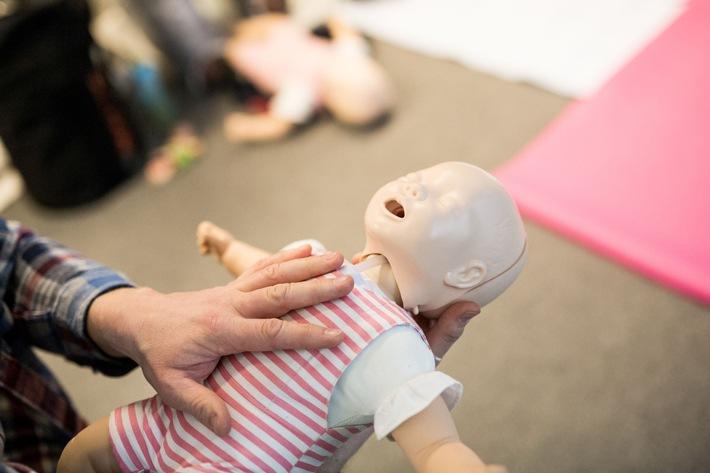 Wie Eltern im Notfall richtig handeln: Kinder-Erste-Hilfe-Seminare geben Tipps