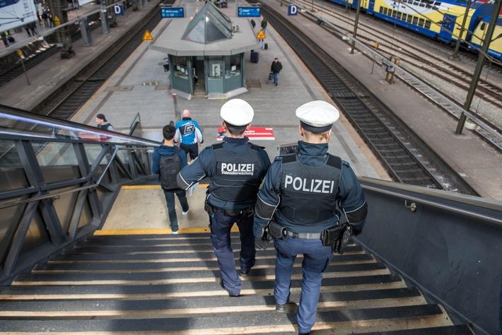 Eine Streife der Bundespolizei im Hauptbahnhof- Symbolfoto: Bundespolizei-