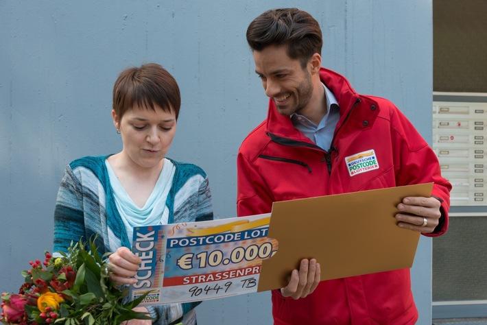 Ein Postcode, zwei Gewinnerinnen - zweimal 10.000 Euro